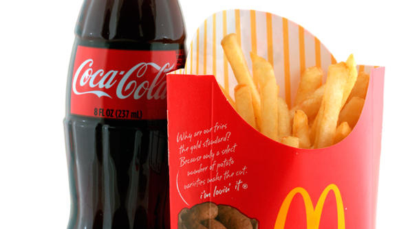"junk food marketing with mcdonald s case With the rising incidence of obesity among children in the us, a group is calling for ""an end to commercialization of childhood"" a case of luring kids to eat junk food."